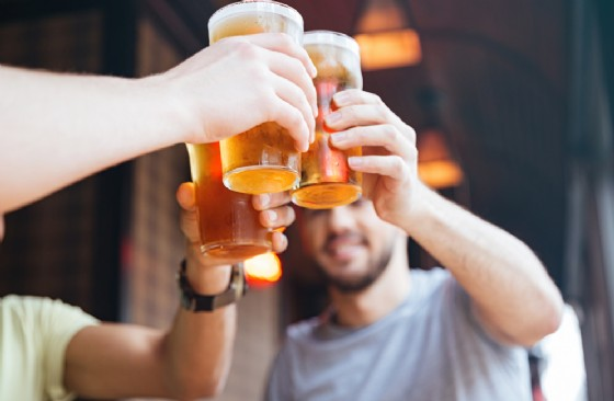 «Festa della birra artigianale per gente dal... Lungo Sorso» a Ceresole Reale (© Dean Drobot - shutterstock.com)