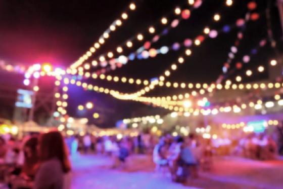 a Rivarolo Canavese «Notte di suoni e sapori e notte dei saldi» (© Moomusician - shutterstock.com)