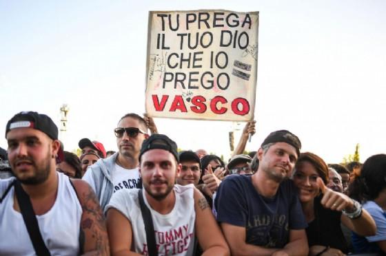 I fan al soundcheck di Vasco Rossi al Parco Ferrari di Modena, il 29 giugno 2017