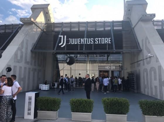 L'entrata del nuovo Juventus Store