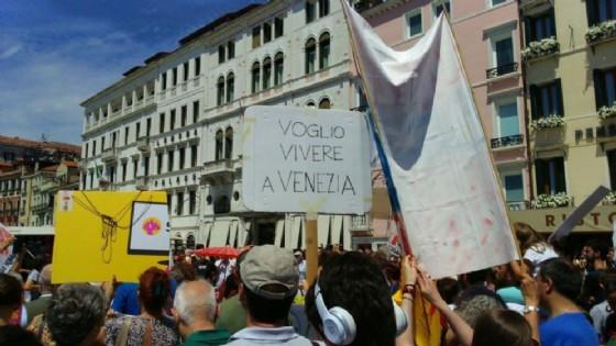Venezia: protesta contro l'eccesso di turismo in centro
