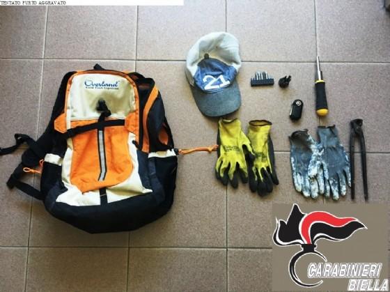 Gli arnesi utilizzati dalla persona arrestata