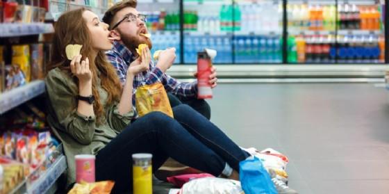 Perchè quando siamo stanchi ci buttiamo sul cibo spazzatura?