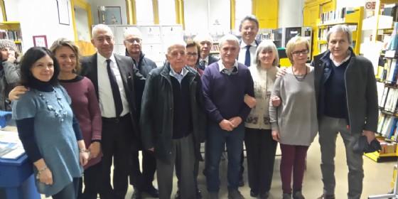 Franco Borri Brunetto, quinto da sinistra nella foto, con i sindaci di Biella alla chiusura della vecchia sede della biblioteca