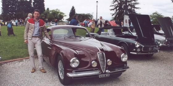 Gemellaggio tra vetture e veivoli d'epoca a Premariacco (© Club friulano veicoli d'epoca)