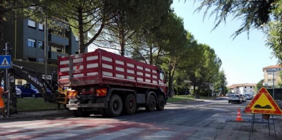 Lavori di asfaltatura in via Planton