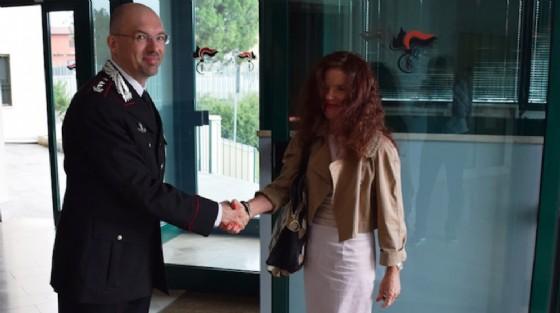 Teresa Angela Camelio in visita nella caserma dei carabinieri