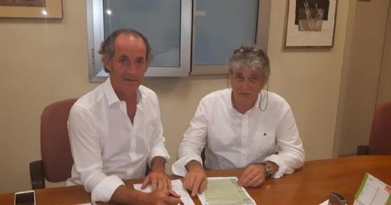 Intesa col Veneto tra il presidente della regione Luca Zaia e l'ex presidente del Friuli Venezia Giulia, Renzo Tondo (© ANSA)