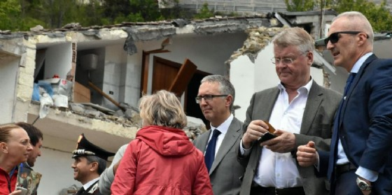 Una casa distrutta dal terremoto nelle Marche