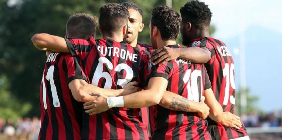 Il nuovo Milan esulta dopo un gol