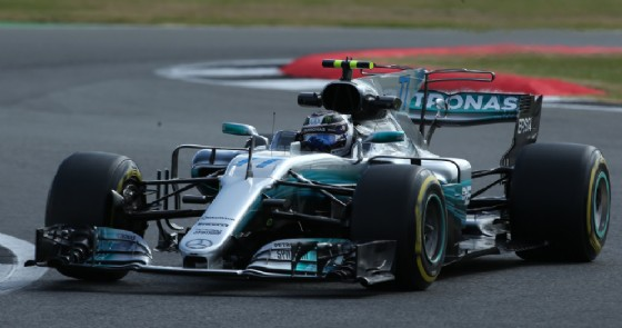 Valtteri Bottas in azione nelle prove libere a Silverstone