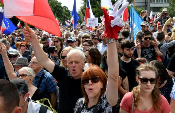 Poles rally in Warsaw to protest against court reforms they see as undermining the separation of powers