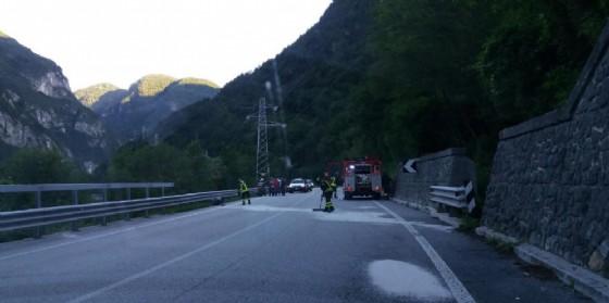 Incidente sulla Pontebbana: moto finisce sotto il guardrail (© G.G.)