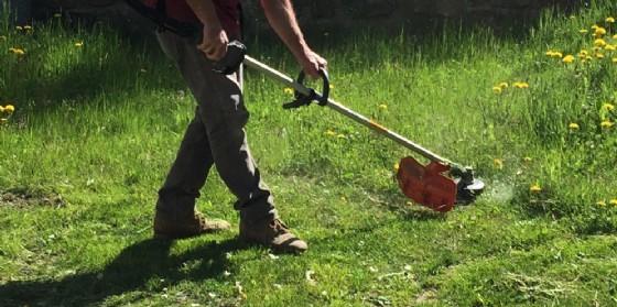 Muore mentre taglia l'erba: dramma a Gris di Bicinicco (© Adobe Stock)