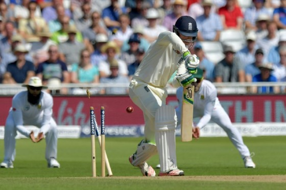 England's Keaton Jennings (C) is bowled for 3 by South Africa's Vernon Philander fon the fourth day of the second Test match at Trent Bridge cricket ground in Nottingham, central England on July 17, 2017