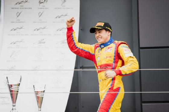Giuliano Alesi sul podio in Inghilterra