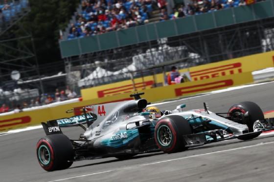Hamilton al comando del Gran Premio di Gran Bretagna