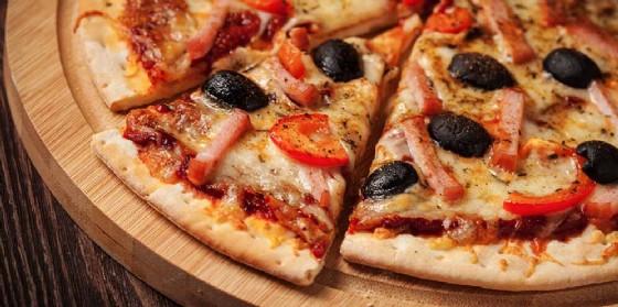 Arriva all'Ikea di Villesse la pizza al trancio farcita (© Adobe Stock)