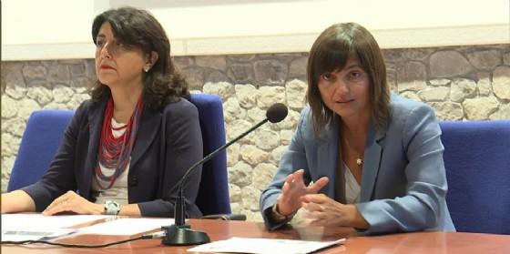 Mariagrazia Santoro (Assessore regionale Infrastrutture e Territorio) e Debora Serracchiani (Presidente Regione Friuli Venezia Giulia) all'incontro sul riavvio della linea ferroviaria Sacile-Gemona