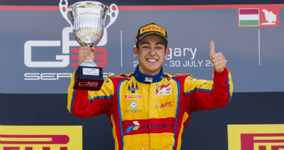 Giuliano Alesi sul gradino più alto del podio all'Hungaroring
