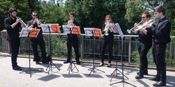 Orchestra San Marco: la Brass Enseble si esibisce sulle rive del fiume Noncello