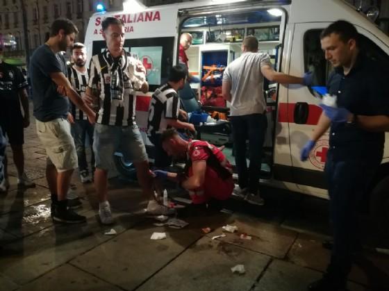 Alcuni feriti in piazza San Carlo nella notte del 3 giugno (© Diario di Torino)