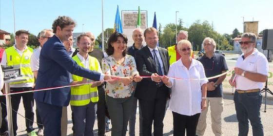 Mariagrazia Santoro (Assessore regionale Infrastrutture e Territorio) all'inaugurazione di un nuovo tratto della Strada del Mobile (© Foto Produzioni Tv Regione Fvg)
