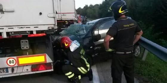 Grave incidente sulla Osovana: auto finisce sotto un camion (© G.G.)