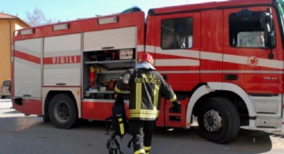 Vigili del fuoco e polizia hanno fatto irruzione nella casa dell'anziano (© Diario di Biella)