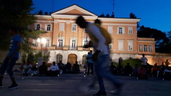 Migranti: 75 da Gorizia verso Abruzzo, Lombardia e Piemonte (© ANSA)
