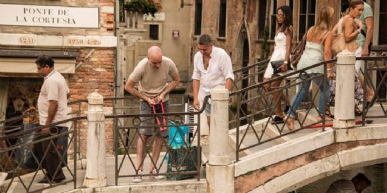 Venezia: operazione decoro, via i lucchetti dai ponti (© ANSA)