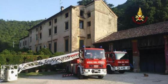 A fuoco il sottotetto della villa seicentesca di Toara di Villaga