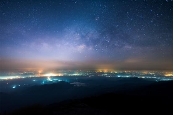Ronco Canavese, escursione sotto le stelle tra le borgate (© Chanwit Ohm - shutterstock.com)