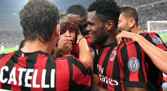 La gioia dei rossoneri dopo il gol di Cutrone contro il Craiova