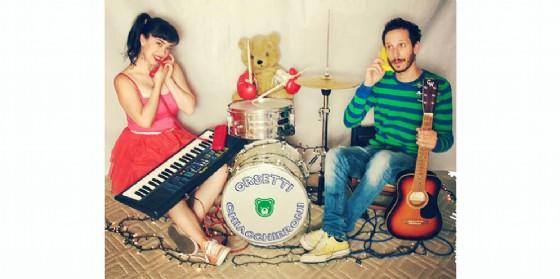 """Sun&Sound Festival: il duo Angelica Lubian e Matteo Canciani in """"Orsetti Chiacchieroni"""" (© Orsetti Chiacchieroni)"""