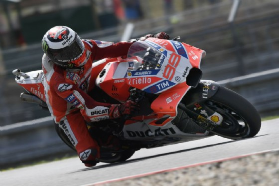 Jorge Lorenzo in pista a Brno con la nuova carena