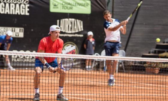 Napolitano (sullo sfondo) e Donati in azione (© Diario di Biella)