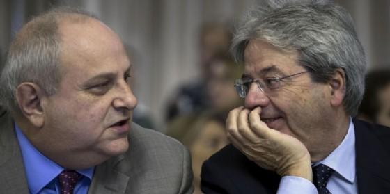 Il viceministro degli Esteri Mario Giro e il premier Paolo Gentiloni