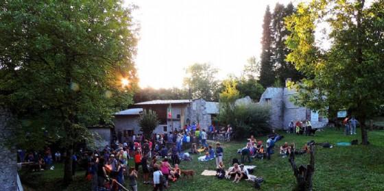 FestInVal a Tramonti di Sotto: Tamar sotto le stelle, canti e danze attorno al fuoco nel borgo abbandonato (© FESTinVAL)