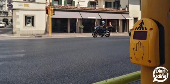 Nell'immagine, uno dei sistemi già installati (qui in via del Gelso) nelle scorse settimane (© Diario di Udine)