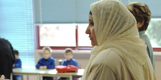 Donna musulmana in una scuola