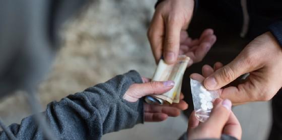 Scambio di droga (© Shutterstock.com)