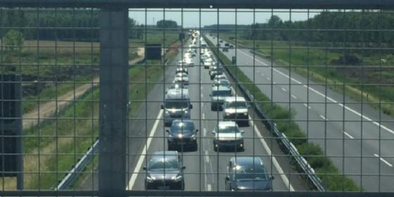 Incidente tra auto e camion: chiuso un tratto di A4