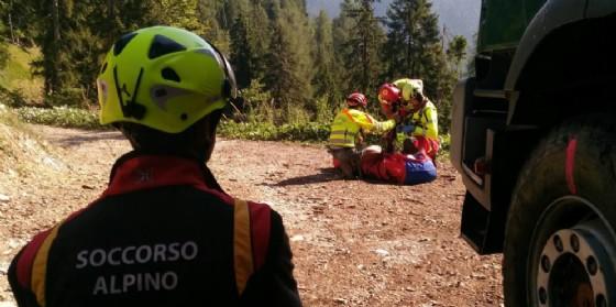 Intervento del soccorso alpino per un incidente sul lavoro: boscaiolo ferito sopra Ugovizza (© Soccorso Alpino)
