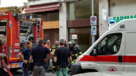 I pompieri e l'ambulanza in Via Torino