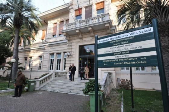 Sampierdarena, 23enne cade dal quinto piano: gravissimo al Villa Scassi