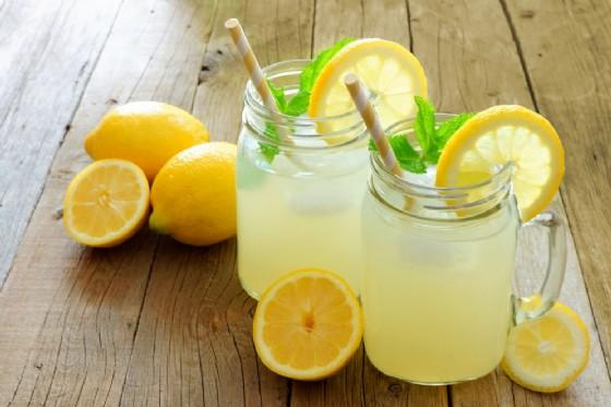 Acqua e limone: tutti i benefici