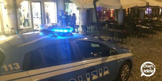 Minorenne friulano rapinato da tre uomini all'esterno da una discoteca