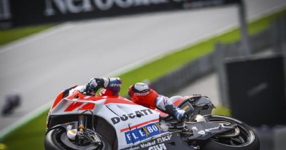 Andrea Dovizioso in azione sulla sua Ducati al GP d'Austria