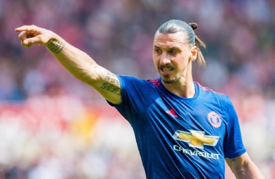 Zlatan Ibrahimovic, 36 anni ad ottobre, ha firmato ancora col Manchester United